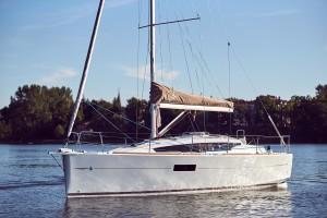 Sun-Odyssey-319(23)